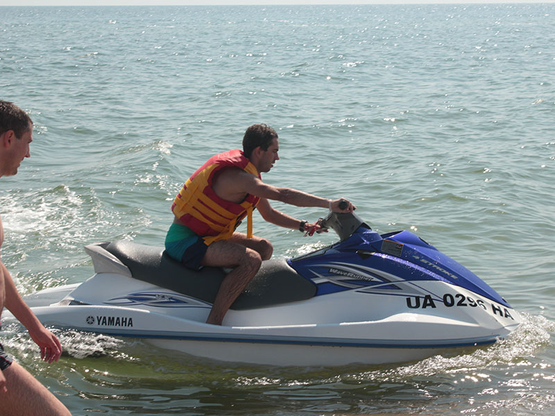 Во время отдыха в Затоке вы можете покататься на скутере