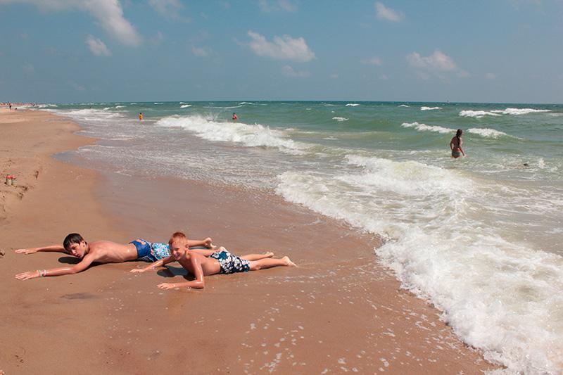 Лучшие базы отдыха в Затоке расположены на первой линии, рядом с песчаными пляжами